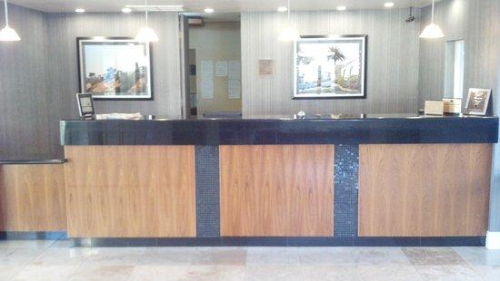 BEST WESTERN Oceanside Inn: Front Desk Check In