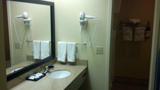 BEST WESTERN Oceanside Inn: Bathroom