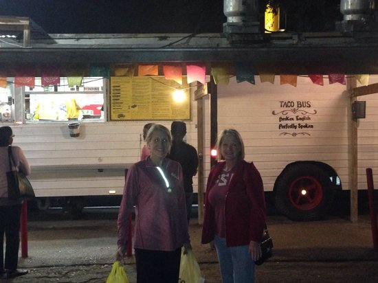 Nana & Dee at the excellent Taco Bus