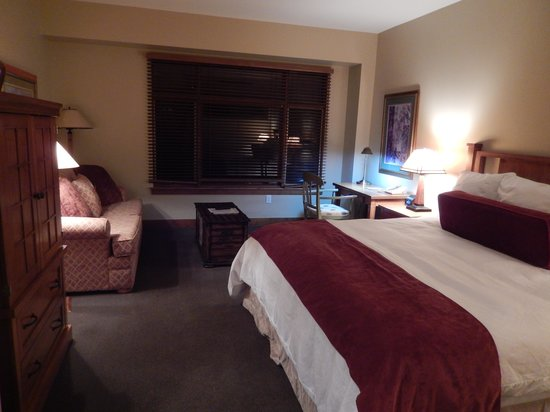 Sundial Lodge at Canyons Village: Main bedroom