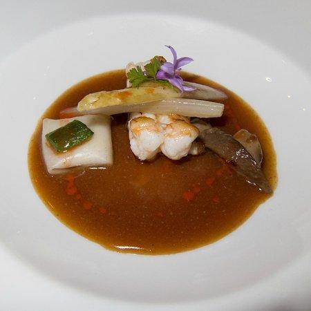Zuberoa: Norwegian lobster with ginger sauce