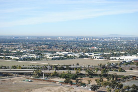 Orange County Great Park : View of Irvine from 400 ft