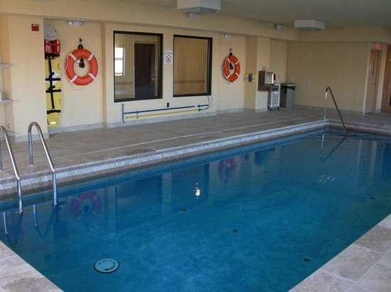 Holiday Inn Express & Suites North East : Swimming Pool