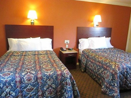 Americas Best Value Inn - Cheshire / Meriden: 2 double beds
