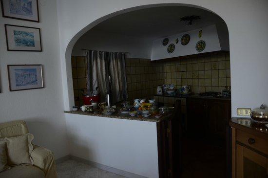 B&B Mamma Rosa Positano: Kitchen where breakfast is served