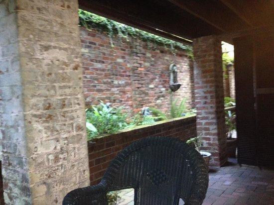 Zeigler House Inn: Back Patio