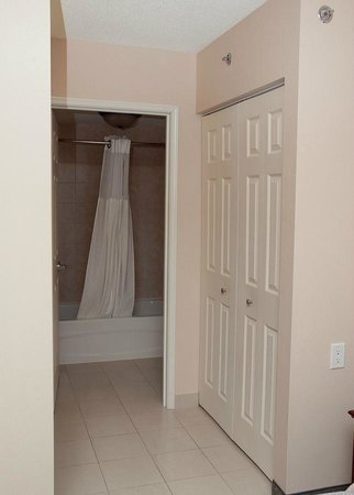 Staybridge Suites Guelph: bathroom