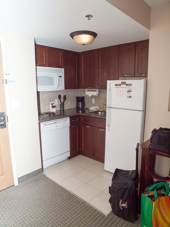 Staybridge Suites Guelph: Kitchen area