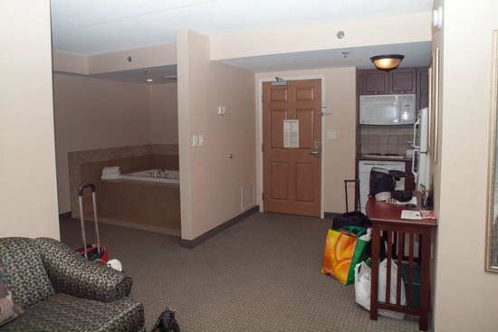 Staybridge Suites Guelph : Living space