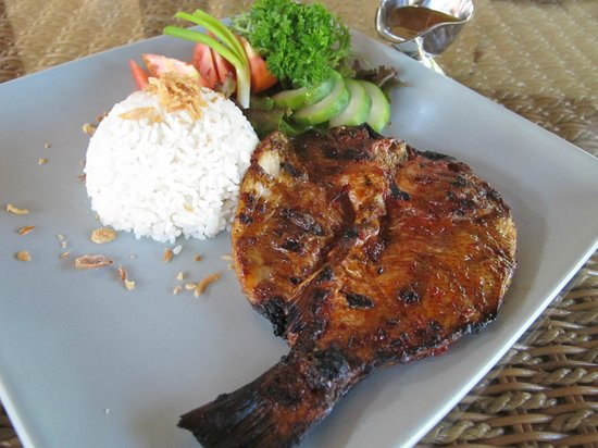 Sukun Bali Cottages: grilled snapper with sambal matah