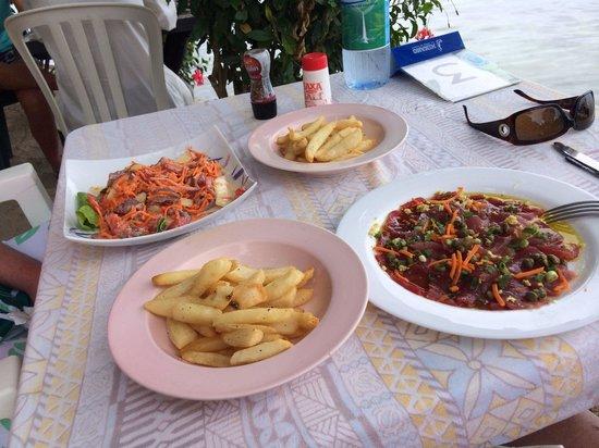 Snack Mahana: Tuna carpaccio. Frites and tuna with coconut milk