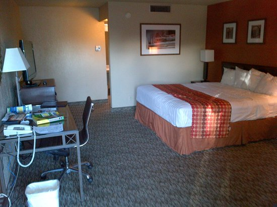 Ramada Mesa Phoenix East Area: The bedroom
