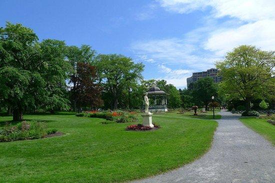 Halifax Public Gardens : paths