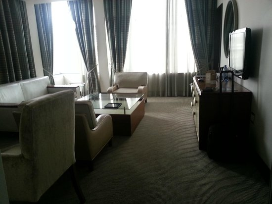Hilton Windhoek: Diplomatic Suite's Common room