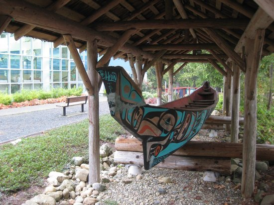 Qualicum Beach Community Park : This Ravensong canoe is crafted by a local carver and sits in front of the Ravensong Pool, just