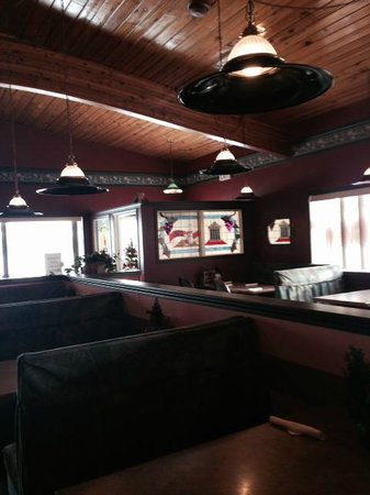 Interior, Mr. Ribs  |  Main St. SW, Neepawa, Manitoba