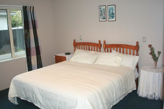Greatstay Bed & Breakfast Boutique Accommodation: Kauri room with King size bed.Ensuite