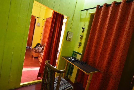 Ganpati Guest House: ajoining room