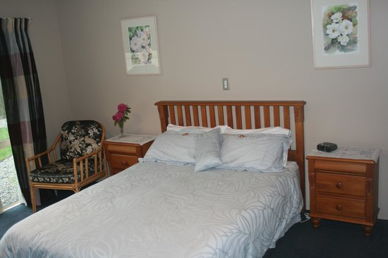 Greatstay Bed & Breakfast Boutique Accommodation: Garden Room. Queen with ensuite and garden view