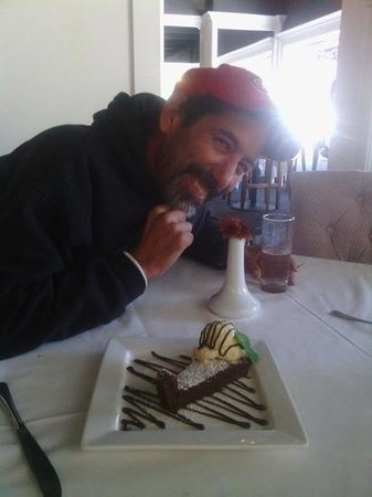 Robert's Restaurant & Wine Bar: Thank you for the birthday desert Roberts