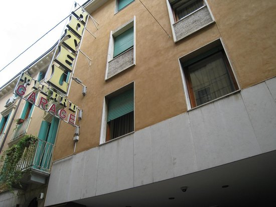 Hotel Milano: 外観