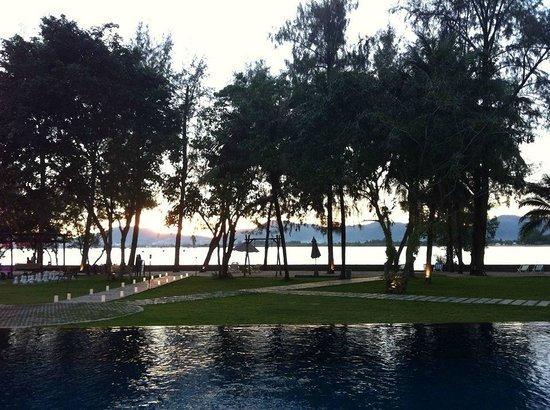 The Mangrove Panwa Phuket Resort : สระ