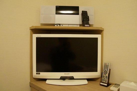 Dormy Inn Express Matsue: テレビの上にはiPodかなんかをドッキング出来る機械が付いてました。