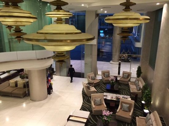Viva Garden Serviced Residence: another shot of the lobby