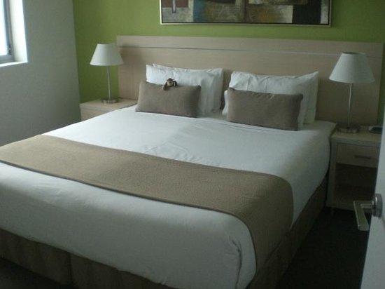 Oaks Gateway on Palmer : 908B Bedroom