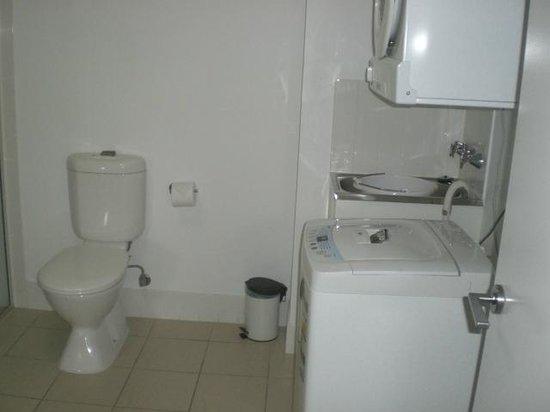 Oaks Gateway on Palmer : 908 B Washing Machine