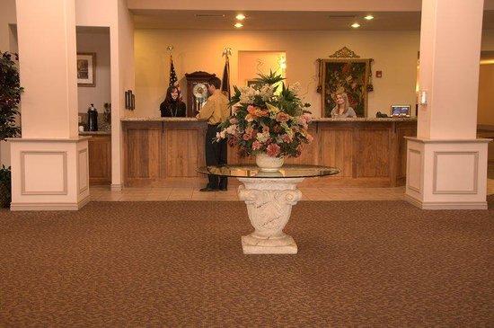 Le Ritz Hotel & Suites: Lobby