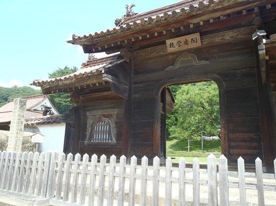 Old Shizutani School: 校門