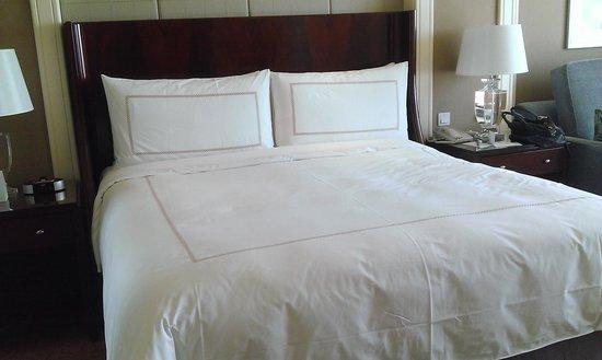 Four Seasons Hotel Macau, Cotai Strip : Bed