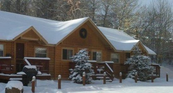 Ute Bluff Lodge, Cabins & RV Park: Cabins Exterior Winter