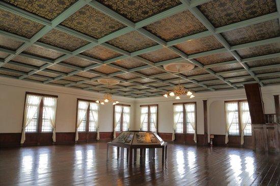 Former Fifty-Ninth Bank Aomori Bank Museum: 2階の大会議室