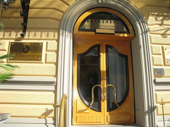 Hotel Albani Firenze : 玄関