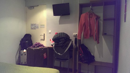 Atipik Hotel Alexandra : Ample space for luggage and clothes