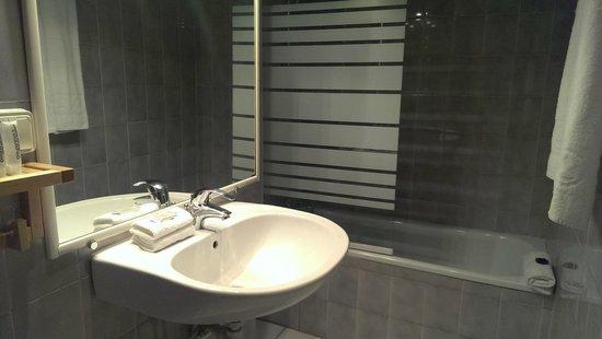 Atipik Hotel Alexandra : Bathtub!