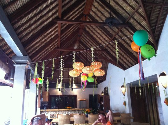Robins Place: Balinese party decorations