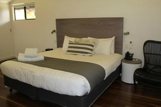 Palm Bungalows: King Size Bed
