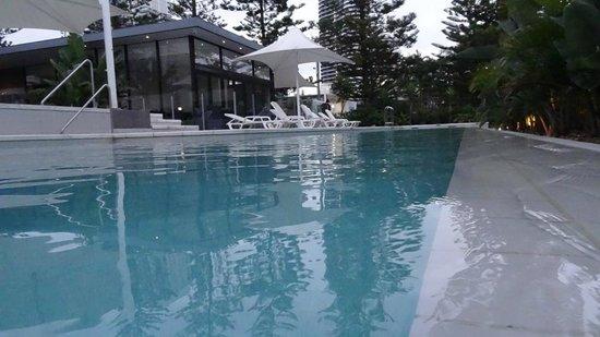 Ultra Broadbeach: Pool area