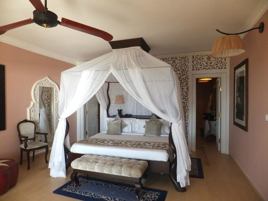 Hideaway of Nungwi Resort & Spa: Four poster bed