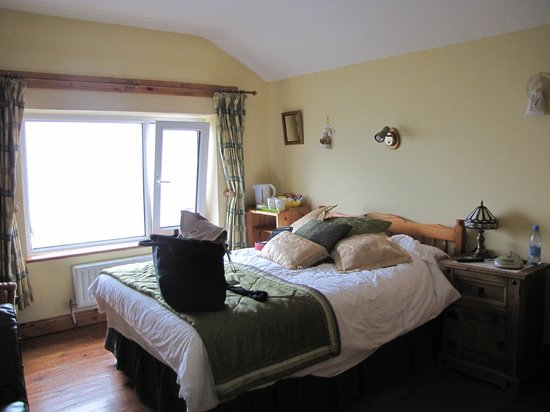 Dingle's First Cottage by the Sea: my room