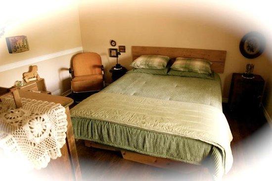 La Chaumiere du Village B&B : The green room/La chambre verte
