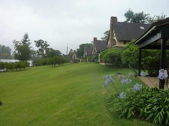 Pine Lake Resort: Gardens and Chalet