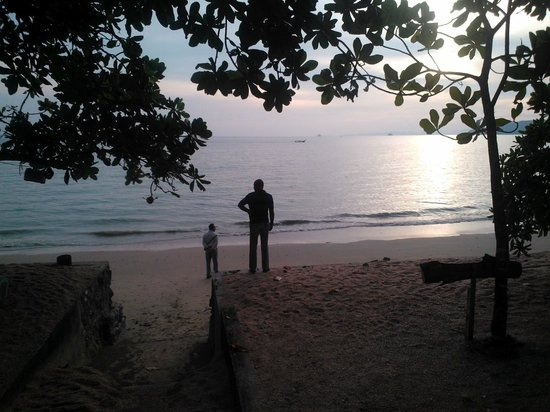 Krabi Resort: A view at the hotels' private beach