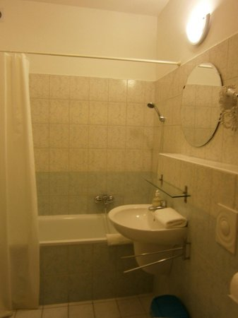Agape Aparthotel: Bathroom