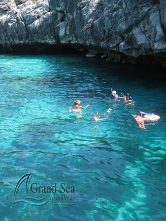 Grand Sea Discovery : The Magnificent Blue Water