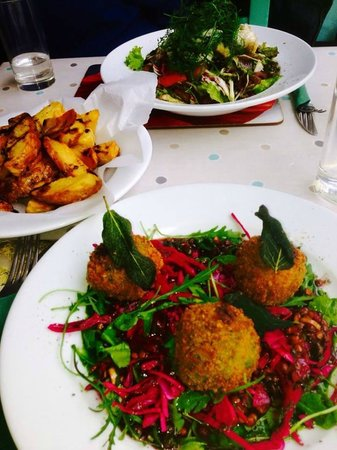 Cistin Eile : Haddock & Nettle Croquettes on Lentils & Red Cabbage