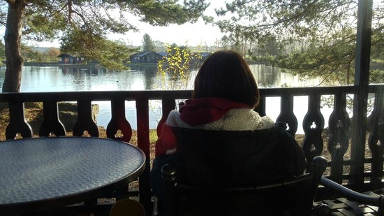 Pine Lake Resort: relaxing on the veranda